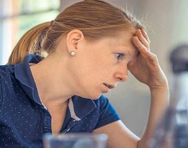 Estresse físico e mental pode ser um das causas para a queda de cabelos