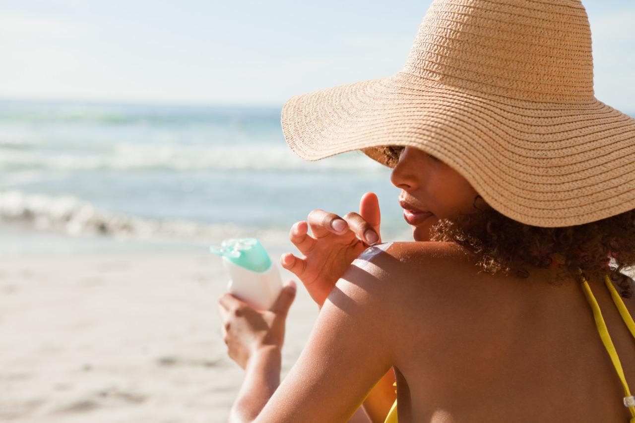 Cuidados que você deve ter com a pele oleosa no verão